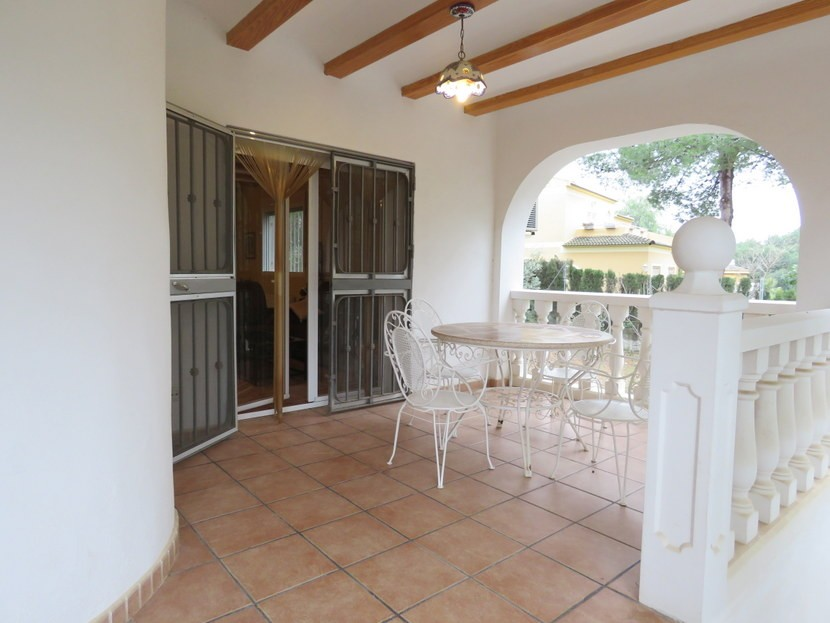 Front terrace  - 4 bedroom 2 bathroom villa Villamarchante
