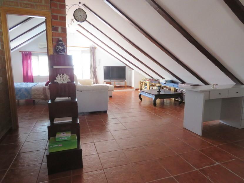 2nd living space  - 3 bed 3 bath Villamarchante