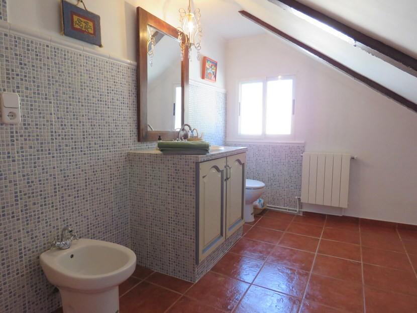 Guest bathroom  - 3 bed 3 bath Villamarchante