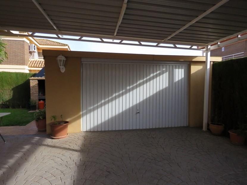 Garage - 4 bedroom 3 bathroom Villa Marines