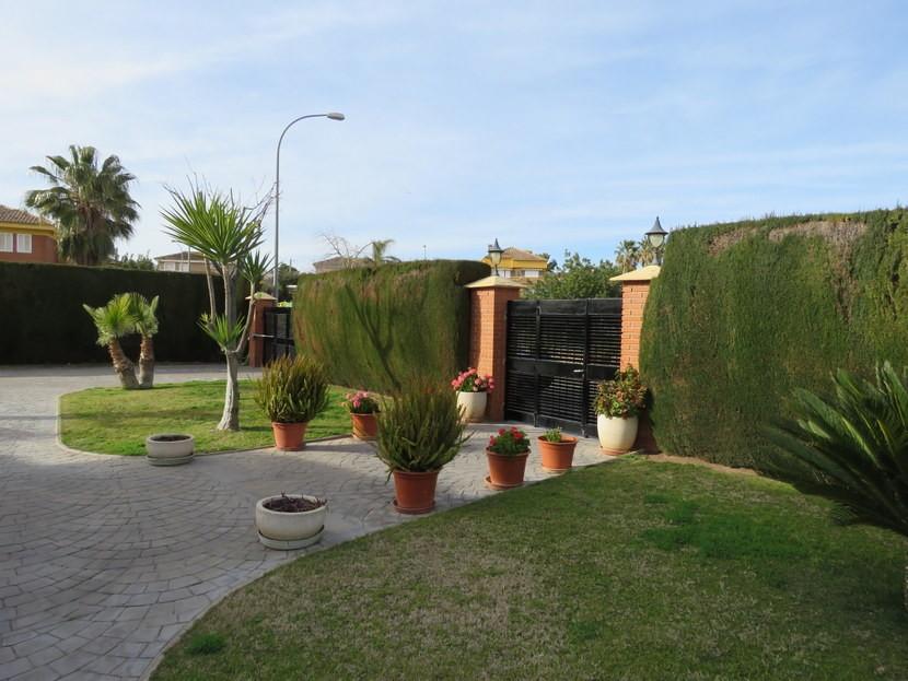 Front garden - 4 bedroom 3 bathroom Villa Marines