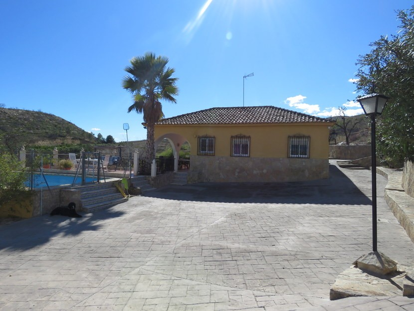 Front view - 3 bed 1 bath Pedralba