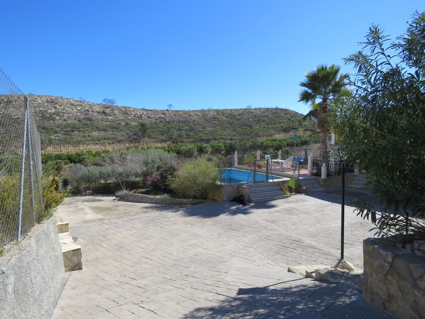 Driveway  - 3 bed 1 bath Pedralba