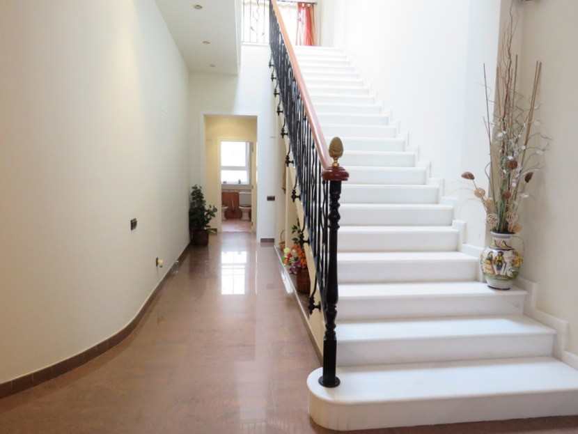Marble staircase  - 5 bed 2 bathroom Almussafes