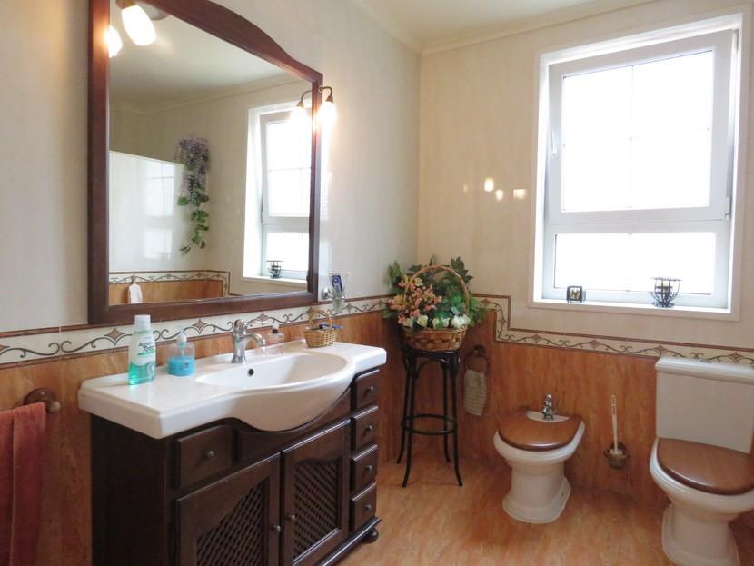 Downstairs bathroom  - 5 bed 2 bathroom Almussafes