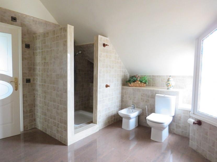 Shower  - 5 bed 2 bathroom Almussafes