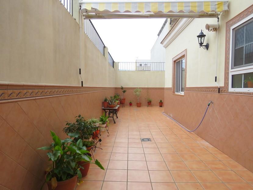 Outdoor terrace  - 5 bed 2 bathroom Almussafes