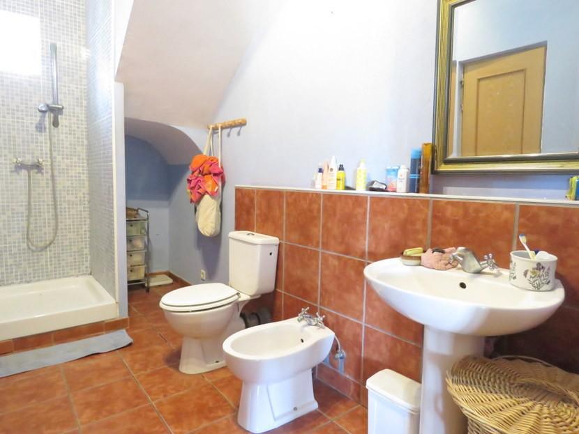 Downstairs bathroom  - 5 bedroom 2 bathroom villa Villamarchante