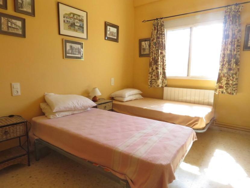 1st bedroom  - 5 bedroom 2 bathroom villa Villamarchante