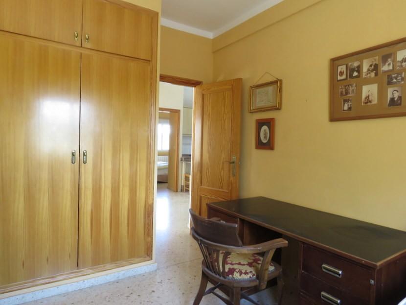 Built in wardrobes  - 5 bedroom 2 bathroom villa Villamarchante