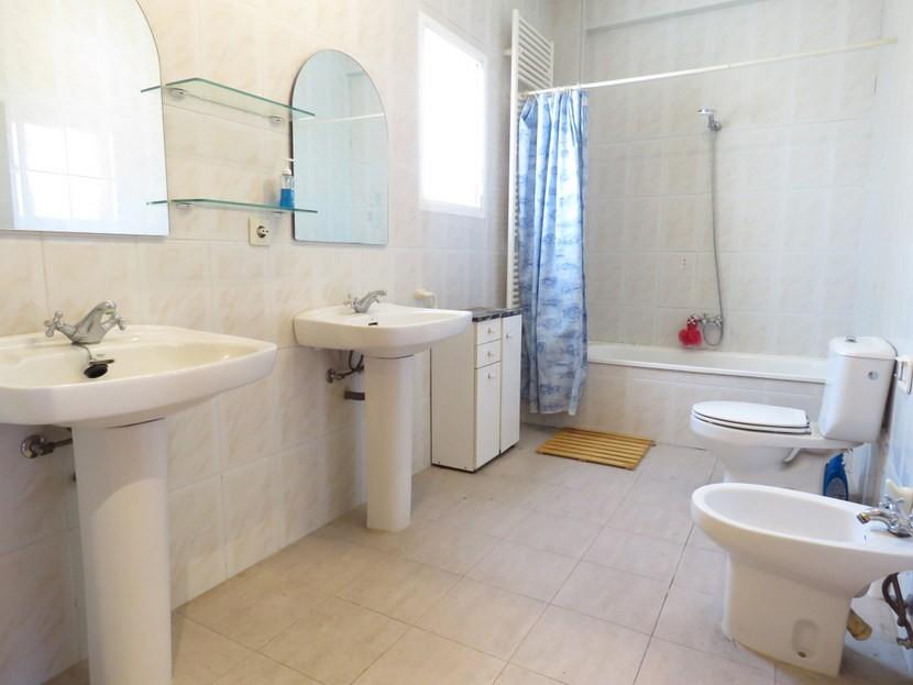 Upstairs bathroom  - 5 bedroom 2 bathroom villa Villamarchante