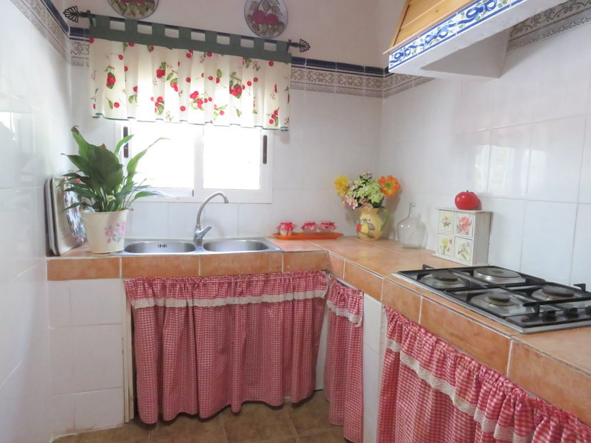 Kitchen  - 4 bed 2 bath Montserrat