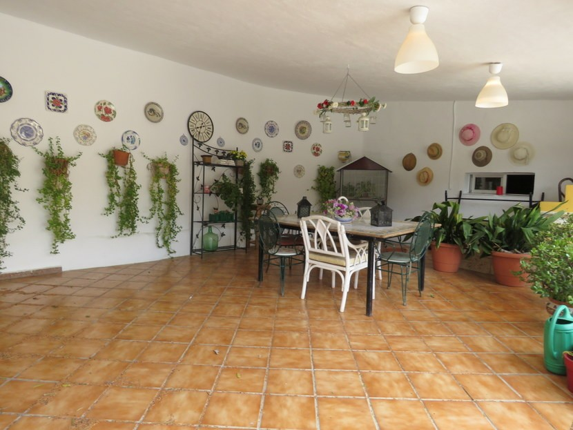 Garage come terrace  - 4 bed 2 bath Montserrat