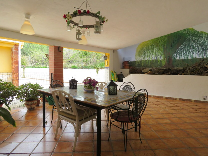 Covered terrace  - 4 bed 2 bath Montserrat