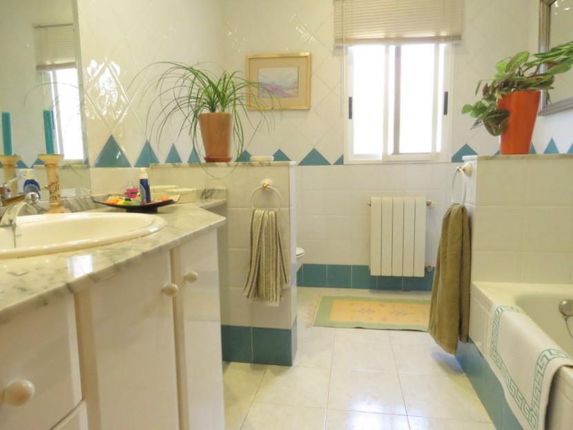 Family bathroom - 4 bed 2 bath Olocau