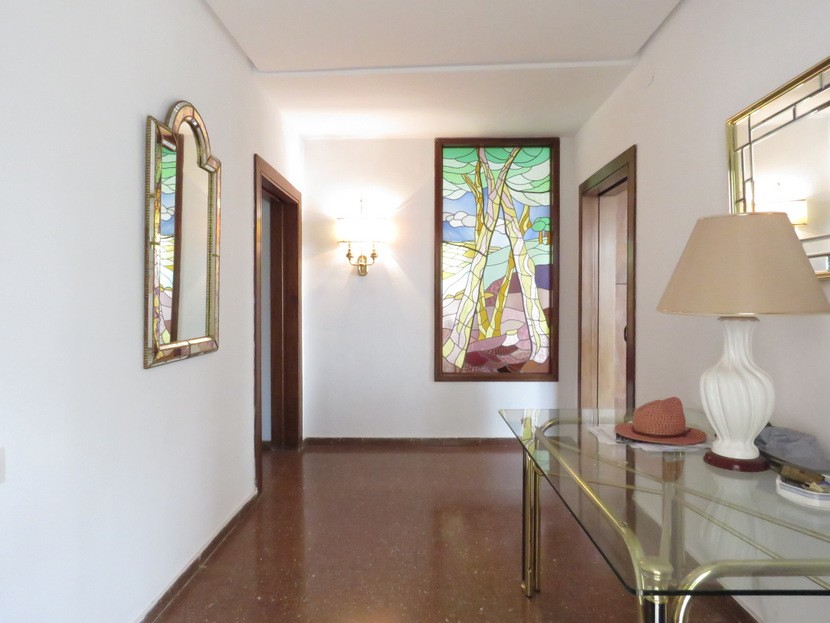 Entrance hall  - 7 bed 3 bath Picassent