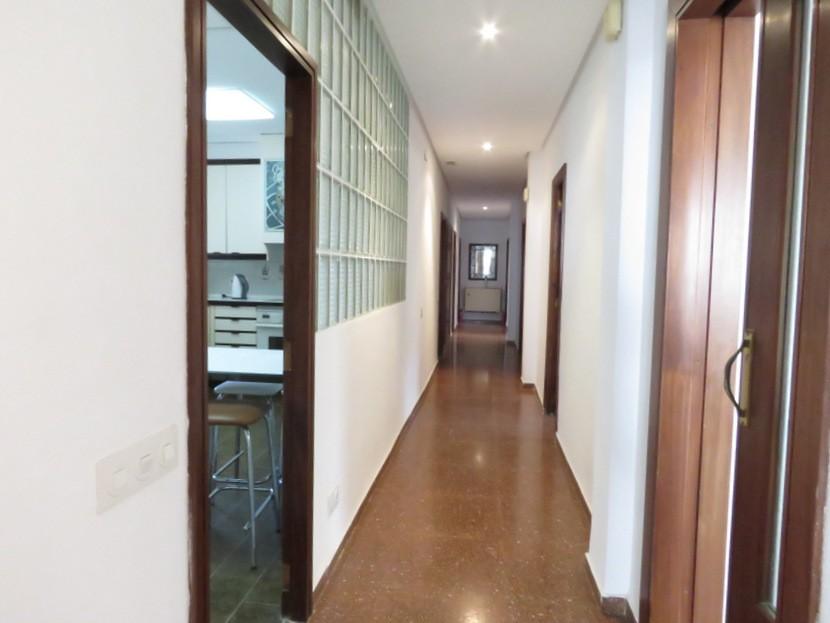Corridor  - 7 bed 3 bath Picassent