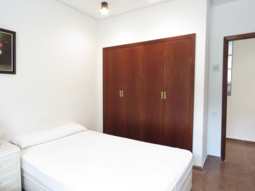 Built in wardrobes  - 7 bed 3 bath Picassent