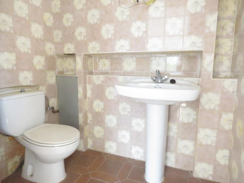 Guest toilet  - 7 bed 3 bath Picassent