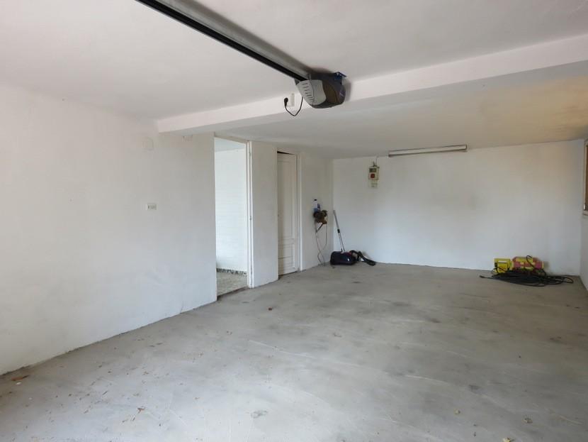 Garage  - 7 bed 3 bath Picassent