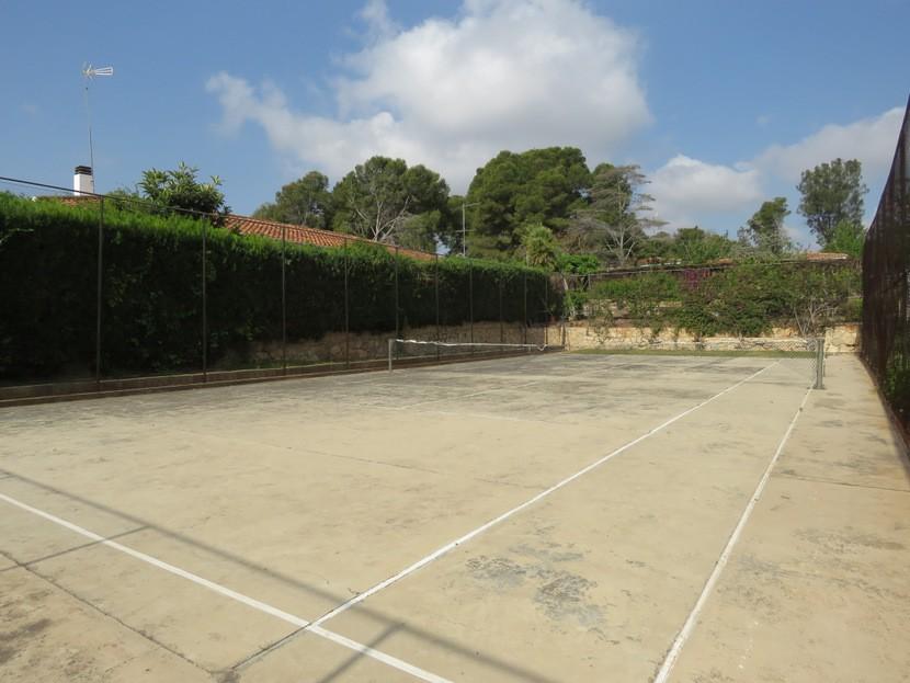 Tennis court  - 7 bed 3 bath Picassent