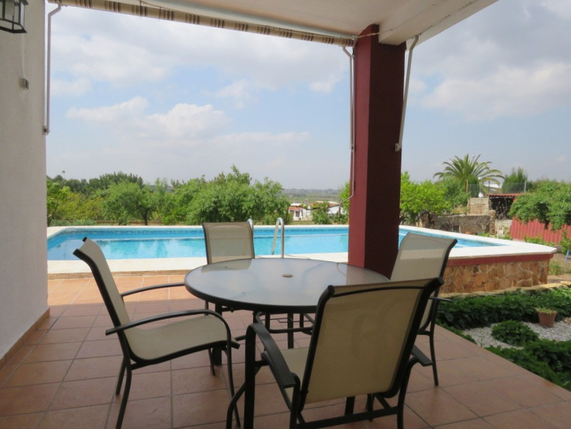 Side terrace  - 4 bed 2 bath Olocau