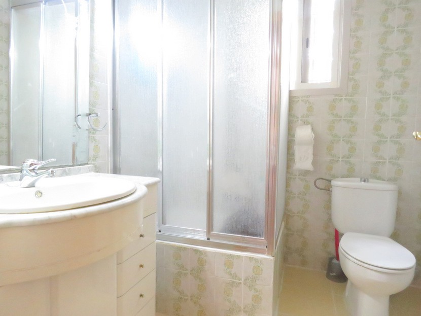 Family bathroom  - 4 bed 2 bath Olocau
