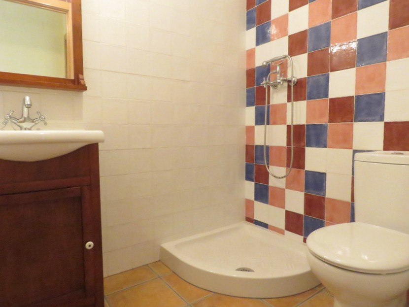 Family bathroom  - 3 bed 2 bath Olocau