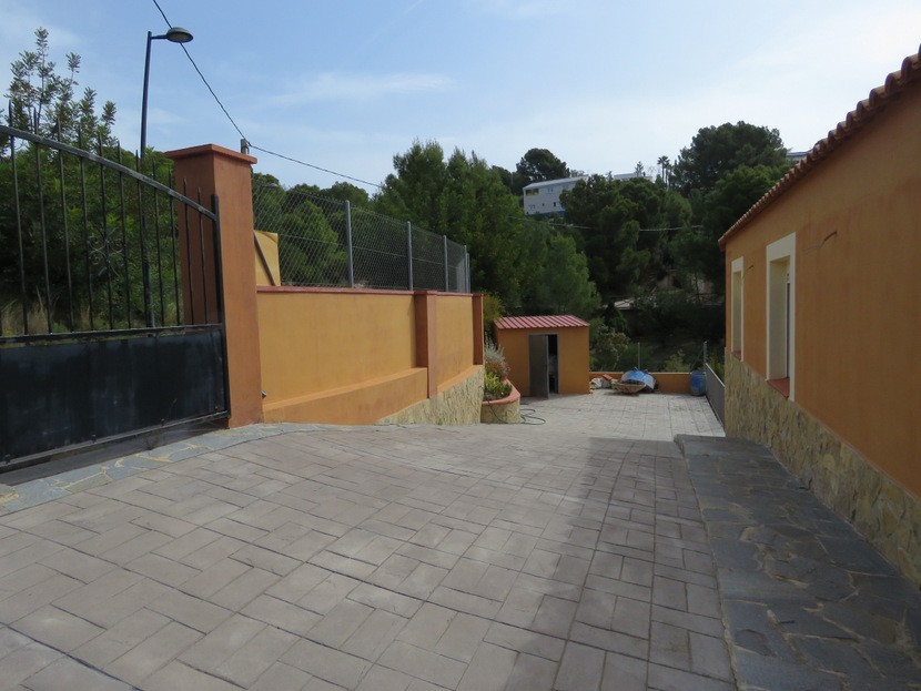 Gated driveway  - 3 bed 2 bath Olocau