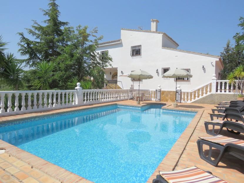 Pool view - 4 bed 2 bath Godelleta