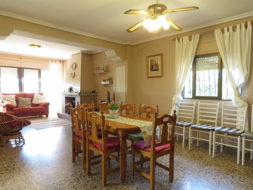 Dining room  - 4 bed 2 bath Godelleta
