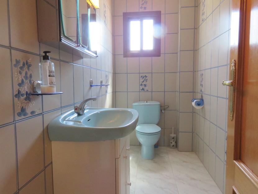 Downstairs toilet  - 4 bed 2 bath Godelleta