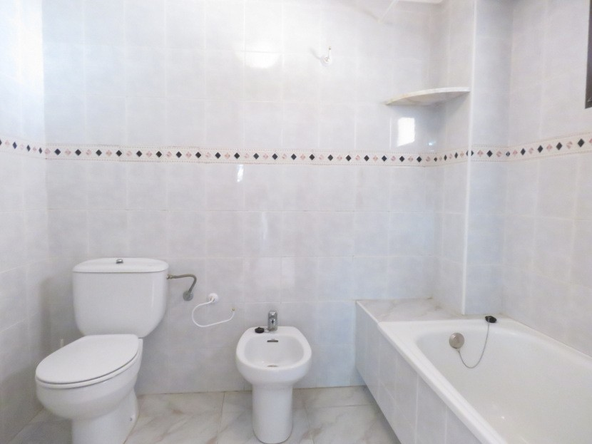 2nd bathroom  - 4 bed 2 bath Godelleta