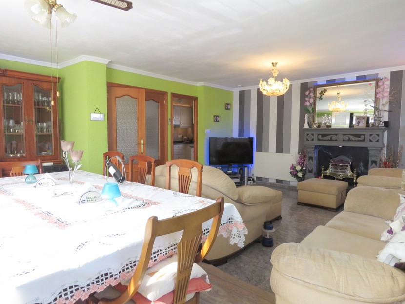 Living room - 6 bed 3 Montserrat