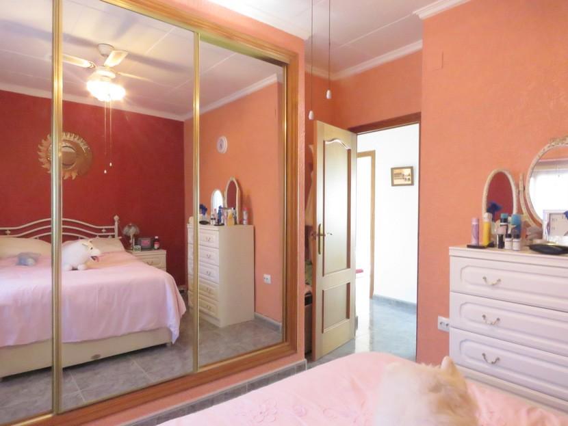 Built in wardrobes - 6 bed 3 Montserrat