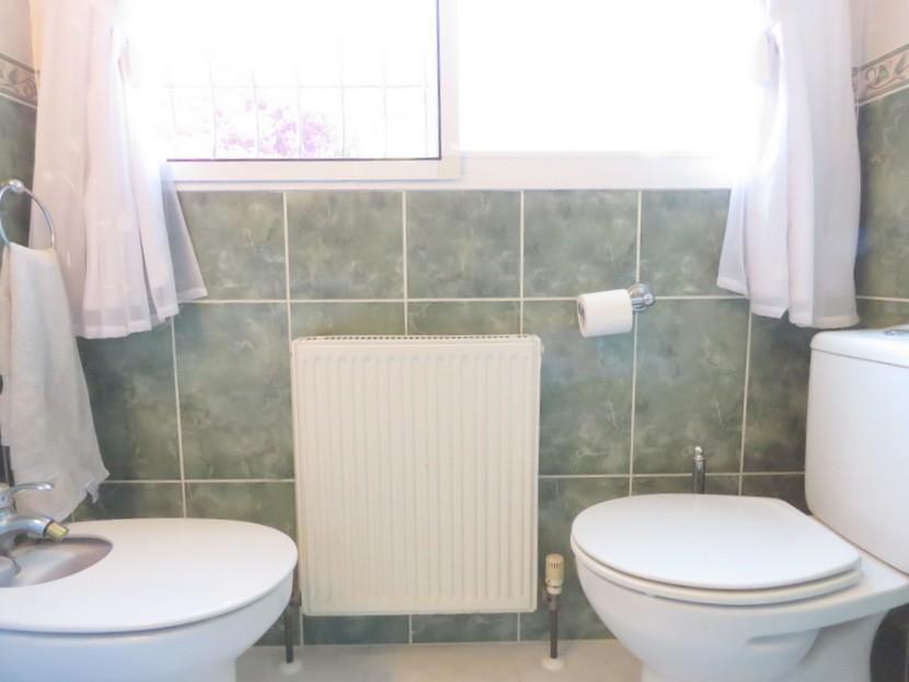 Family bathroom - 6 bed 3 Montserrat