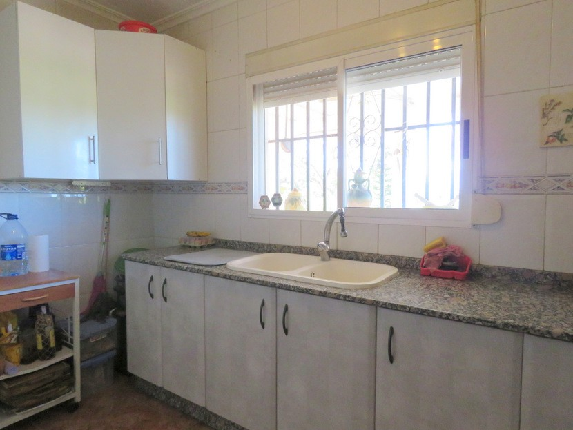 Kitchen - 3 bed 1 bath Montroy