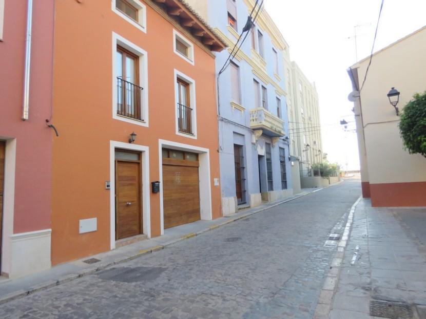 Street view  - 4 bed 3 bath Alzira