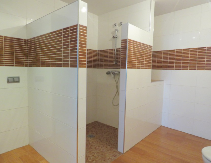 Downstairs bathroom  - 4 bed 3 bath Alzira