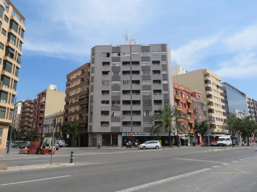 Street view - 3 bed 2 bath Valencia