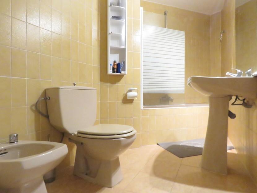 1st Bathroom - 3 bed 2 bath Valencia