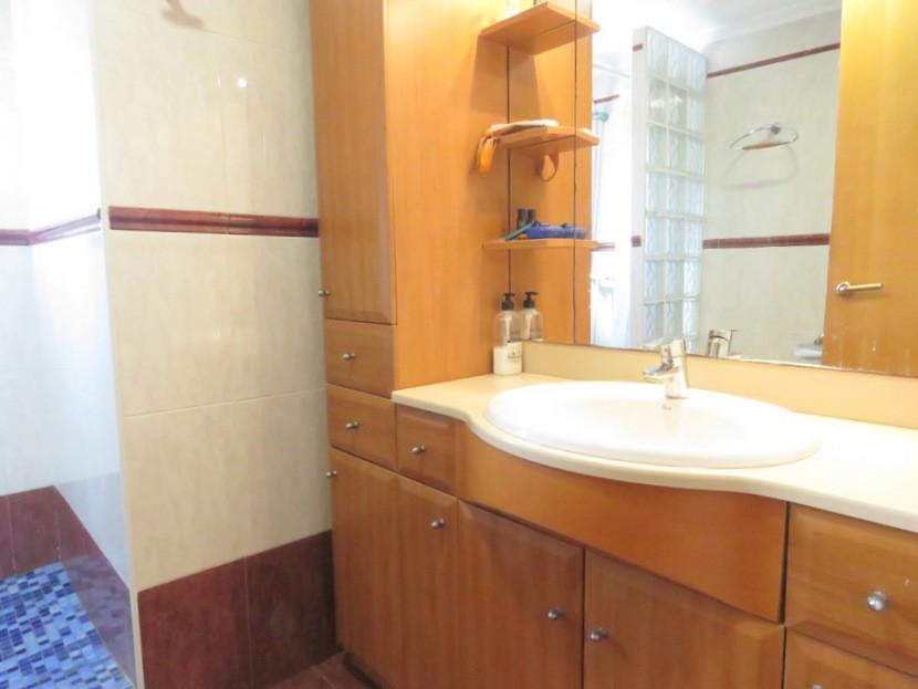 Upstairs bathroom  - 3 bed 2 bath Albalat