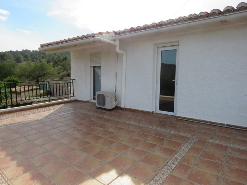 Front elevated terrace  - 3 bed 2 bath Albalat