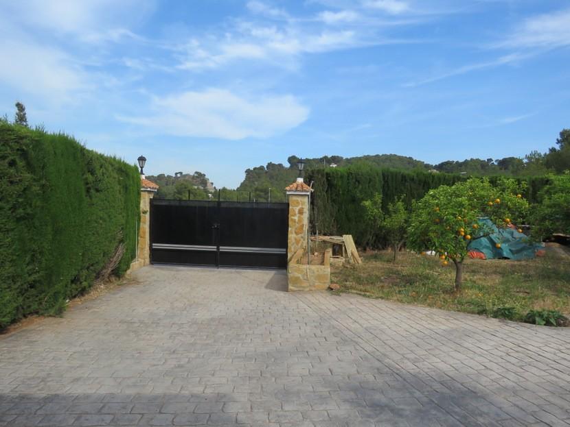 Gated driveway  - 3 bed 2 bath Albalat