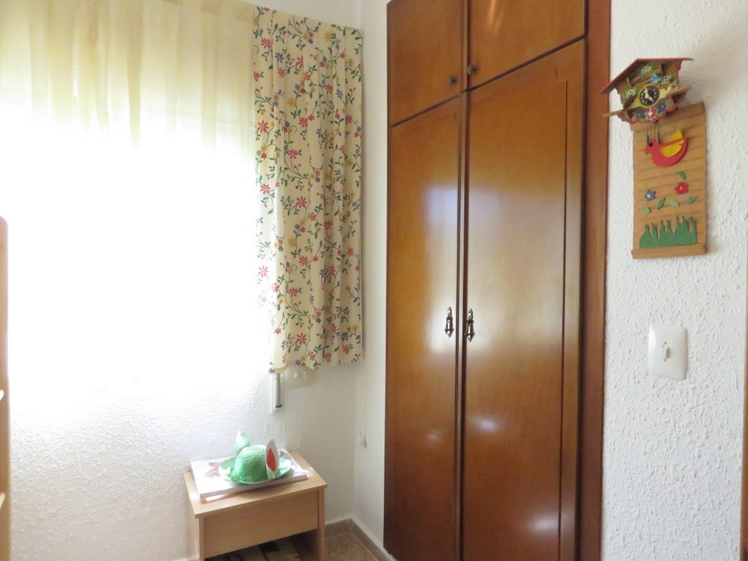 Built in wardrobes  - 4 bed 2 bath Domeño