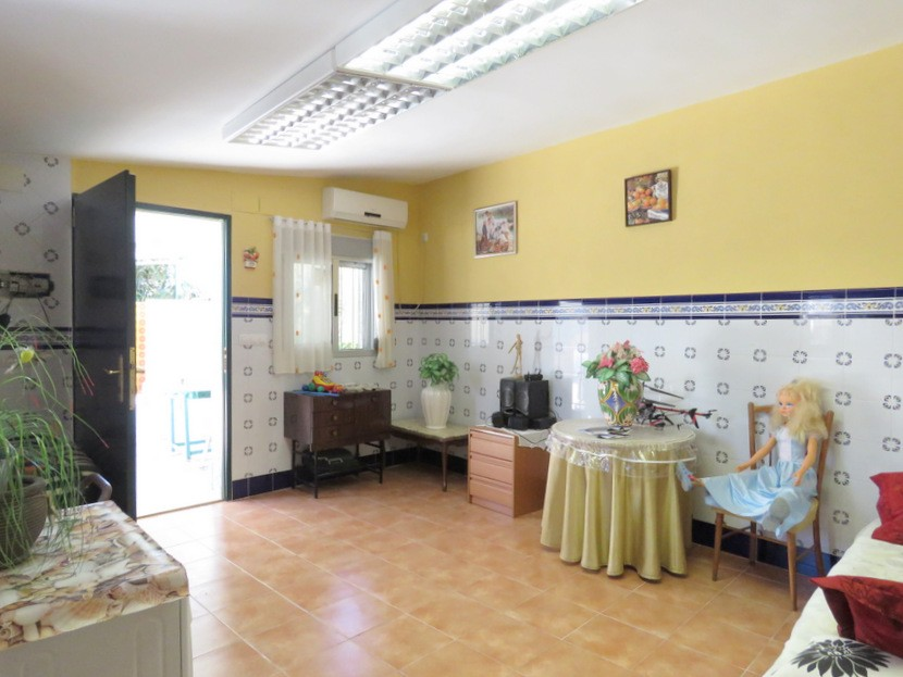 2nd living space  - 4 bed 2 bath Domeño