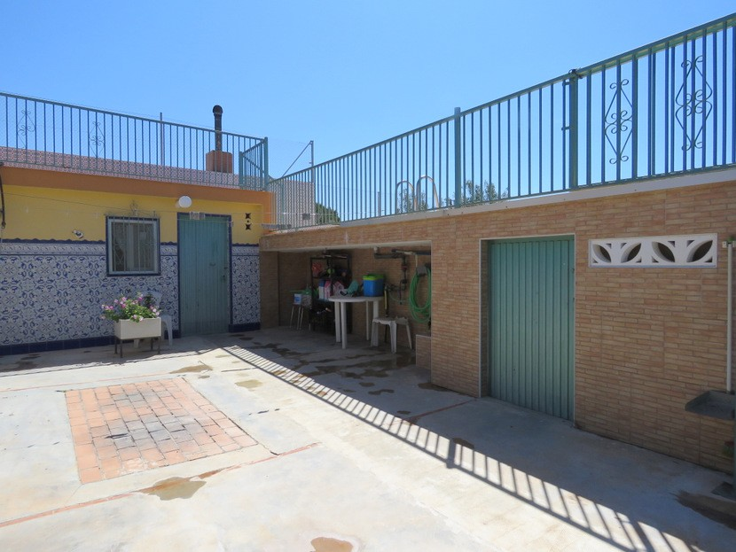 Storage rooms  - 4 bed 2 bath Domeño