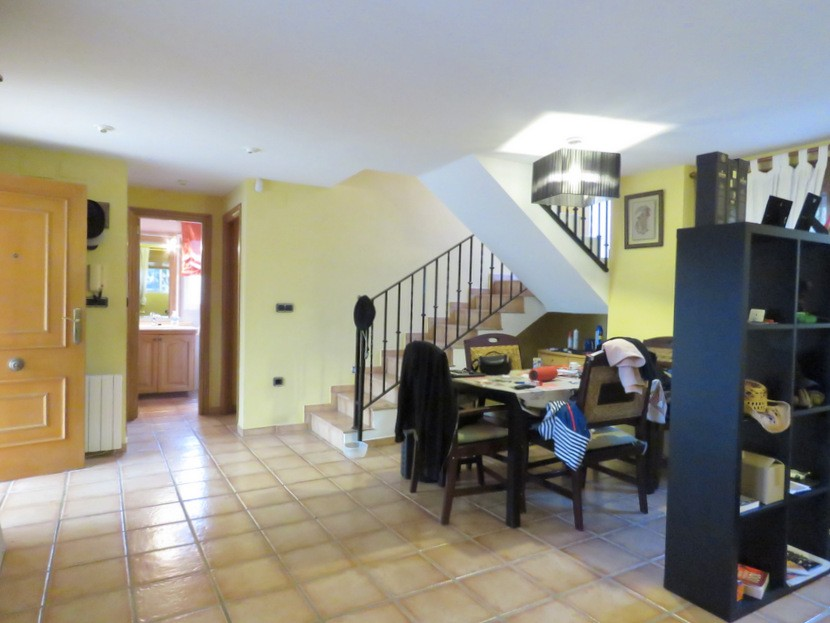 Living come dining room - 5 bed 2 bath Gilet