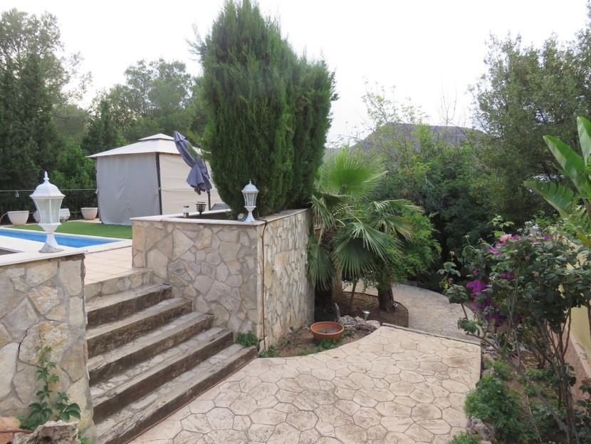 Garden - 5 bed 2 bath Gilet