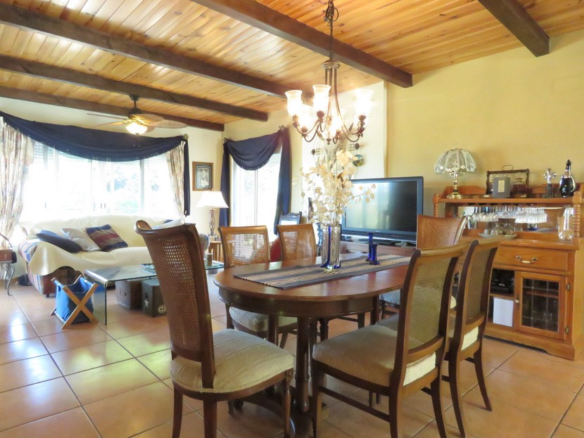 1st living dining room  - 4 bed 2 bath Torrente